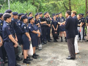 Society President Dato' Paul Supramaniam together with President of the SAF veterans league addressing students about the importance of defence at the Sarimbun battle site.